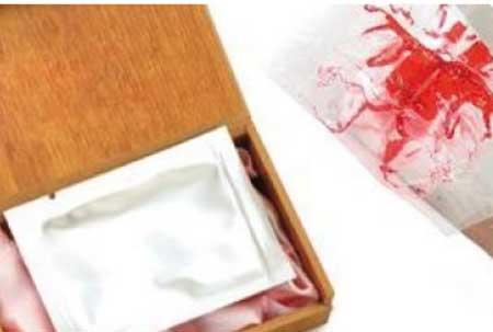 """incluye un paquete de sangre artificial y una """"membrana""""."""